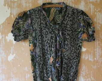 20% OFF SALE vintage.  70s Indonesian Batik Short Sleeve Blouse Top  // Boho // S to M