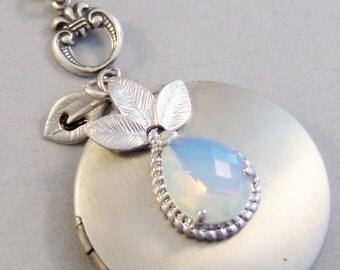 Victorian Moonlight,Leaf Necklace,Initial,Customized Jewelry,Moonstone,Moonstone Necklace,Moonstone Locket,Moonstone Cab.Valleygirldes