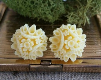 Flower Plugs, Wedding Gauges, Prom Gauges, Yellow Flower Bouquet