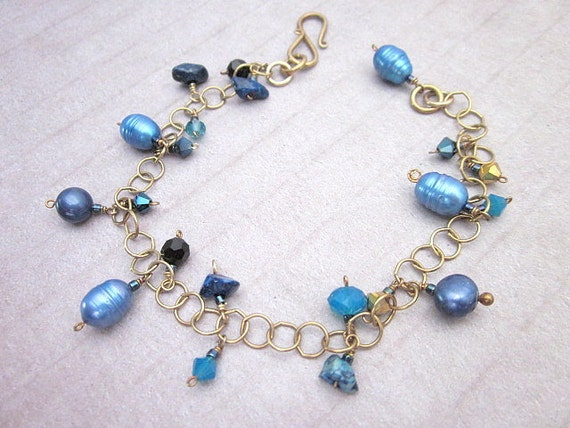 Blue Pearl & Gemstone Bracelet -- Dark Blue Bead Bracelet -- Blue Pearl Bead Bracelet -- Blue and Gold Bracelet -- Blue Charm Bracelet