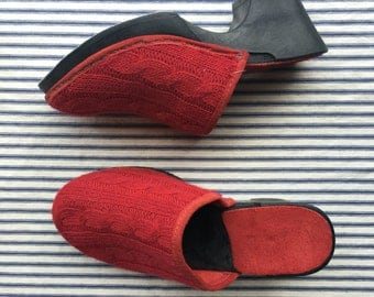 SALE Vintage Clogs / Sweater Clogs Shoes / Platforms / Cherry Red Knit Shoes / Suede Lined Italian Shoes / Size US 5 / Uk 2.5 / Eu 35
