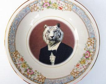 """Portrait Bowl.   Timeless Tiger Portrait  5.25"""""""