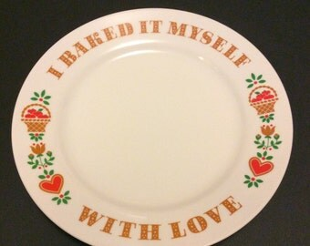 Vintage 1982 Avon Collectors Plate Baked With Love  9 Inch Excellent Condition
