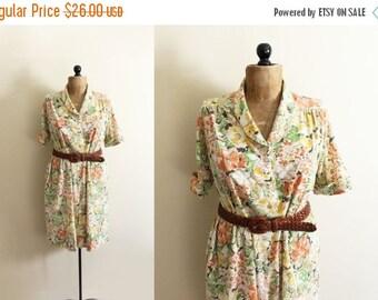 50% OFF SALE vintage dress 70s retro floral print neutral colors orange yellow womens 1970s clothing size medium m