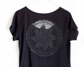 Black t-shirt with upcycled vintage crochet doily back - Size XL