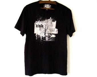 Vintage Calvin Klein T-Shirt / 90s