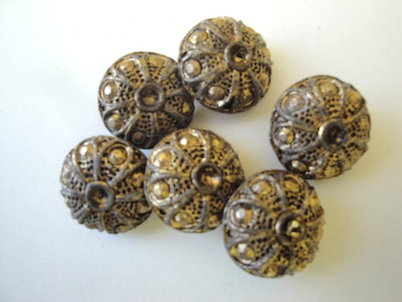 Two antique heavy metal 7 8 round gold shank buttons mod for Buttons with shanks for jewelry