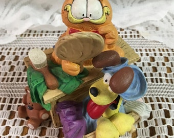 """Garfield """"Here's Looking At Me!"""" Cold Case Porcelain Figurine"""