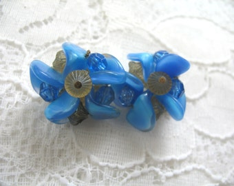 Vintage Cluster Earrings ~ Clip On ~ Blue Plastic Beads Beads