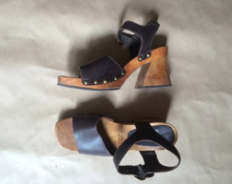 vintage 90's chunky block heel strappy sandal / thick square heel / leather straps /platforms /  grommets / club kid / retro / womens shoes