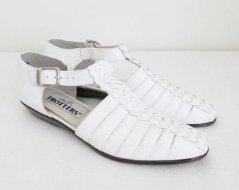 40% OFF SALE Vintage White Leather Mary Jane Shoes / 1990's Woman's Ankle Strap Sandals / Shoe Size 7