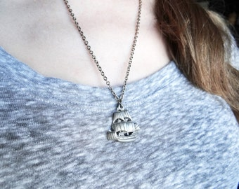 HIGH SEAS vintage sailboat masted tall ship vintage pewter charm necklace | silver | sailor | oceon |