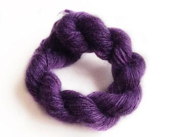 Handdyed and handspun tussah silk - Blueberry - 10gr 60m