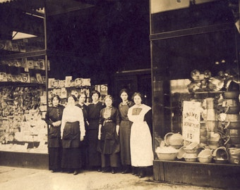 Early 1900s Store with ENAMELWARE WINDOW DISPLAY Photo Circa 1900