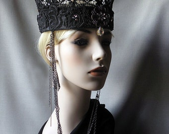 Stiffened black lace crown
