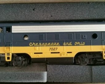 Vintage Toy Train HO Diesel Engine Athearn F7A Locomotive with Light