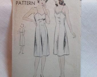 """Antique 1940's Vogue Pattern #9582 - size 32"""" Bust"""