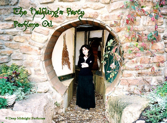 The Halfling's Party Perfume Oil - Inspired by The Hobbit - Buttered Bread, Caramel, Rum, Red Wine, Wood, Tobacco Leaf