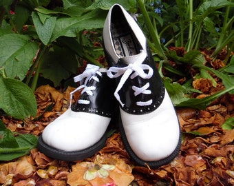 90s does 50s Zodiac Wingtip Black and White Chunky Heel Lace Up Oxford Womens 7