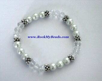 White Pearls and Clear Crystal Bracelet,bracelet,jewelry,women bracelet,beaded bracelet,wedding bracelet,pearl bracelet,crystal bracelet