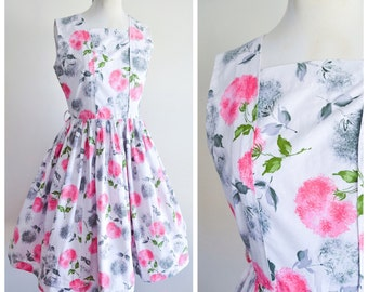 1950s White & pink floral print cotton day dress / 50s rose printed full skirt dress - S petite