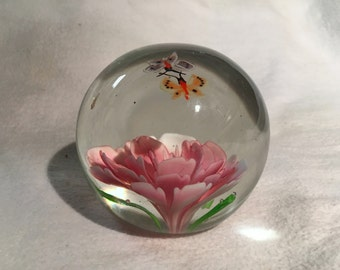 "Pink Flower & Butterflies Glass Paperweight - [Size- 3"" x 3"", Color- Clear, Globe Shape w/ Orange Yellow White Butterfly Vintage]"