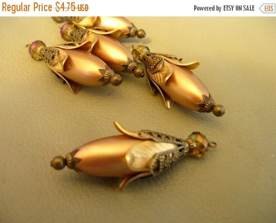 sale BD215 Vintage Style Pendant Dangle Golden Faux Pearl and sparkle crystal 1 pc