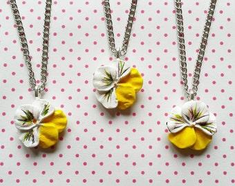 ketting met wit en geel viooltje lief cadeau voor bruidsmeisjes, vriendinnen of zusjes - gratis verzending