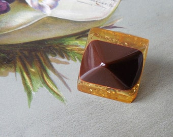 "Applejuice Glitter Bakelite & Brown Bakelite Pyramid Button 1"""
