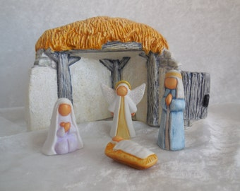 Hand Painted Ceramic Holy Family and Stable, Ceramic Handpainted Nativity, Nativity Set