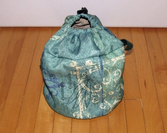 Lunch bag- round, insulated, embroidered