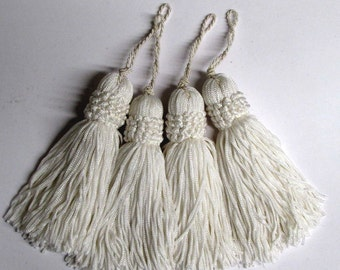 chainette FOUR TASSELS one price /white