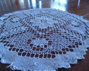 Darling Vintage French Fillet Round Doily, Large Flowered Center