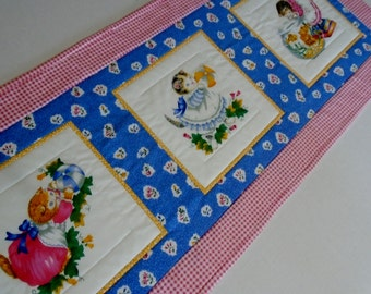 Kitty Quilted Table Runner, Quilted Table Topper, Kitten Table Quilt, Retro Vintage Table Runner, Quilted Dresser Scarf, Kitties, Cats