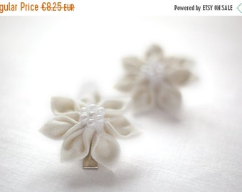 SALE Ivory Girls hair clips - champagne flower girl hair clippies - Toddler wedding hair accessories - Christmas hair clips