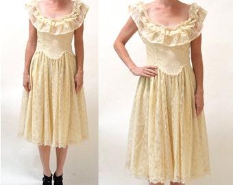 70s Vintage Lace Dress Cream by Gunne Sax Size Medium Large//  70s Lace Prairie Boho Dress in Cream by Gunne Sax