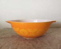 "Fabulous Vintage Pyrex ""DAISY"" pattern 4 quart Cinderella Mixing Bowl. My vintage home / Vintage decor"