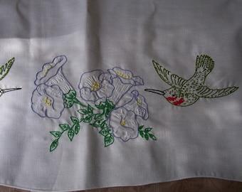 Vintage hand stitched dresser scarf, hummingbirds.  C6-252-1.50