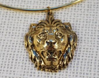 Vintage Accessocraft Gold Tone Lion Pendant Choker Necklace