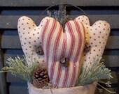 Prim Handmade Door Greeter/Peg Hanger - Trio of Skinny Hearts in Coverlet Mitten