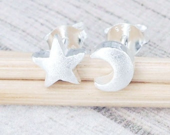 1 pair of 925 Sterling Silver Crescent Moon and Star Studs Earrings . Brushed finish :er0916