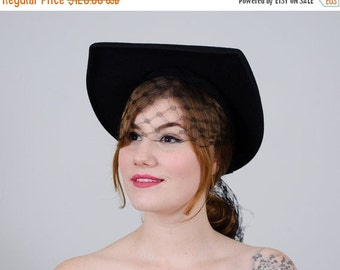 25% OFF SALE / 1940s vintage hat / black wool hat / Straight as an Arrow