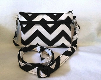 iPhone 6 chevron black and white large double zipper purse cross body/wristlet-New Item