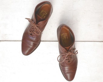 Leather Lace Up Boots Brown Point Toe Early 90s Vintage Low Heel Ankle Boots US Size 8