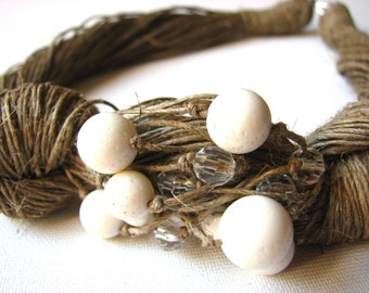 NatuRal White coRaL -  linen necklace