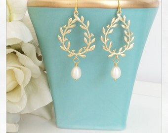 Pearl Earrings, Gold Earrings Drop Bridesmaid Earrings Laurel Wreath Bridesmaid gifts Bridesmaids Jewelry, wedding jewelry Bridal Party Gift