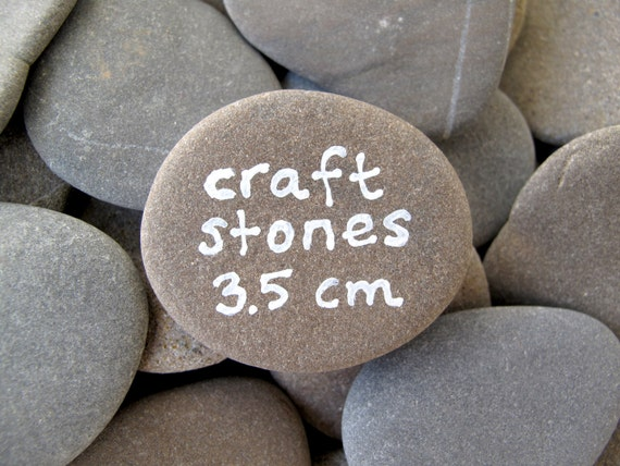 Craft stones 50 flat rocks beach stone supplies rocks to paint for Flat stones for crafts