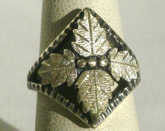 Sterling Silver Ring With Lovely Leaf Design-Size 5