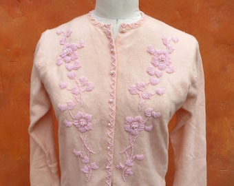 Vintage 1950s 1960s Peach Pink Beaded Button down Cardigan Sweater. Size 40. Medium Large. Lambswool Angora