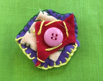 Felt brooch #2 - Free delivery to the UK